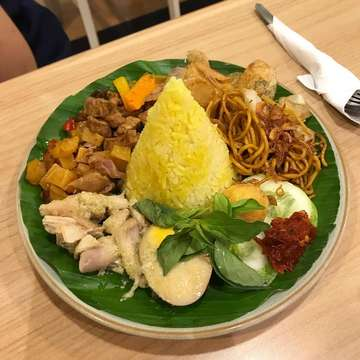 #nasikuning #tradisional #indonesian #asianfood #indonesianfood #kulinernusantara