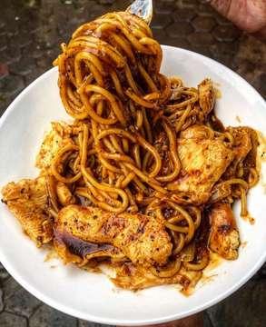 Chic Blackpepper Spaghetti terbaik di Jakarta!! Sejak 2006 saya makan pertama kali di @ciznchic_id dan langsung suka dengan makanannya. Konsistensi rasa dan harga yang murah tidak pernah mengecewakan. Siapa yang pernah makan disini?