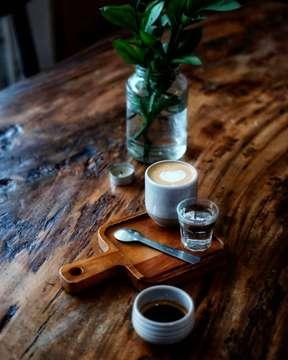 Selamat pagi . . . #selamatpagi #morningcoffee #butfirstcoffee #coffeetime #coffeeprops #masfotokopi #manmakecoffee #proudyourlocalcoffeeshop #indocoffeegram #anakkopi #ottencoffee #kopiselaluistimewa #specialtycoffee #splitshot #pigeonholecoffee #merpatitakpernahingkarjanji