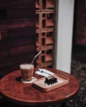Don't be a slave to your emotions. Control them . . . . . #thecoffeecompanion #coffeeshopbogor #proudofyourlocalcoffeeshop #manmakecoffee #jktcoffeeguide #jktcoffeejournal #anakkopi #hobikopi #masfotokopi #baristadaily #coffeeinframe #happyboringlife #indocoffeegram #vsco #fujifilm_id #35mmf14