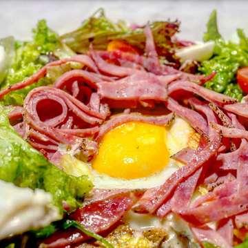 Deli France(@delifranceid ) *French Gallete Smoke Beef *Scramble Egg Croissant Beef Pastrami ・ デリフランスのフレンチガレット☆メニューの写真と全く違ってものすごいボリュームでした(@_@)クレープに包まれたクリームソースが美味しかった♪ ・ #jakarta #jakartafood #jakartafoodies #jktfood #jktfoodies #jktgoodfood #jakartacafe #cafejakarta #gandariacity #kafe #makananjakarta #galette #delifrance #bakerycafe #makansiang #ジャカルタ #ジャカルタグルメ #カフェ巡り #カフェランチ #ベーカリーカフェ #ガレット #ランチタイム