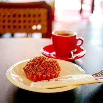 ・ Tanamera Coffee (@tanameracoffee ) *Banana Nutera Crumble ・ バナナがゴロゴロ入って美味しい♪久しぶりにガンダリア店に行ったら新装開店してました✨ ・ #jakarta #jakartafood #jakartafoodies #jktfood #jktfoodies #cafejakarta #coffeeshopjakarta #kafe #tanameracoffee #cafetime #cafehopping #coffeebreak #coffeelovers #coffeetime #coffeelife #kopi #kopiindonesia #ジャカルタ #ジャカルタカフェ #カフェ巡り #カフェ好き #カフェタイム #コーヒー好き #コーヒーのある暮らし #コーヒータイム #コーヒーブレイク #スイーツ好き