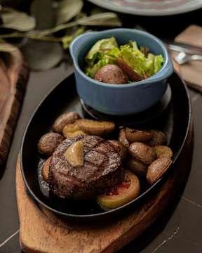 Hakata Steak Porto Bistreau • • @portobistreau • #steak #hakatasteak #centralpark #foodporn #buzzfeedfood #buzzfeast #starvingtime #foodstagram #foodporn #tasty #foodies #instagood #foodstories #foodpics #foodnetwork #starvingtime #foodies #f52grams #aksomoz #jakartafood #foodshare #jktgo #foodart #menwithcuisines #dailyfoodfeed #tablesituation #siracungendut