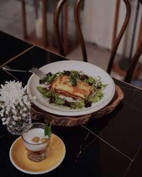 Yuk, berbuka puasa dengan menu baru @portobistreau yang berkolaborasi dengan @pasta_agnesi! Here's my favorite one, which is their Lasagna! [swipe left for picture] Suka banget dengan texture pastanya yang al dente dan rasanya yang sangat flavorful, walaupun terlihat agak kering di photo. Oh iya, kalian juga bisa dapatin Ta'jil gratis loh kalau berbuka puasa di sini! 😍👌🏻 📷 by: @stevenwang27  #therexeats #jktgo #portobistreau #bukapuasa #beautifulcuisines