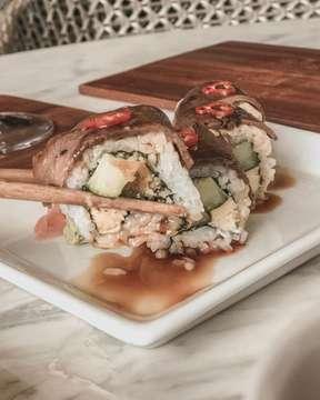 Yang suka masakan Jepang angkat tangannnn 😁😁😁 Aku demen banget makan masakan Jepang apa lagi kalo rame2, nah salh satu resto relomendasiku adalah @fatshogunjkt karena tempatnya cozy dan makananya enak, fresh dan bervariasi belum lagi kalo makannya pake @clubalacarte bisa buy1 get 1free lho 😁😁😁😁 #fatshogun #clubalacarte #andrebinarto #jktgo