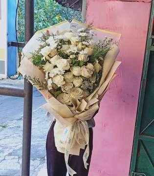 Kita buka seperti biasa yaa, langsung cuss ke store, ada banyak varian bunga hari ini yg bisa dipinang hehehehe 😘😘 . Yukk cus jangan sampai kehabisan 🤗🤗 . 🏠 : Jl. Kabut, samping WM Pagi Sore, Belakang kampus UNS, Kentingan. 🕰️ : 09.00 - 16.00 . . #asterfloristsolo #asterflorist . . #bouquetsolo #buketbungasolo #jualbunga #jualbungasolo #explorekaranganyar #floristsolo #buketmurahsolo #bungasolo #bungawisudasolo #tokobungasolo #kadowisudasolo #bungasolomurah #soloflorist #florist #agendasolo #kulinersolo #soloevent #surakarta #buketsnack #buketsnacksolo