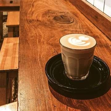 Back to @filosofikopi #melawai , kalau lagi tujuannya ke blok m square nyari buku udah pasti mampir kesini hanya untuk menikmati segelas latte... #filosofikopi #filosofikopimelawai #mbafotokopi #masfotokopi #coffeehouse #ceritakopi #instalike #likeforfollow #likeforlike #like4like #instagram #instacoffee #baristalife #coffeedaily #proudofyourlocalcoffeeshop #espressoparts #peoplebrewcoffee #manualbrew #manualbrewonly #anakkopi #hobikopi #kulikopi #baristadaily #coffeeporn #coffeesesh #specialtycoffee  #indocoffeegram #proudofindonesiacoffee #ngopidimelawai