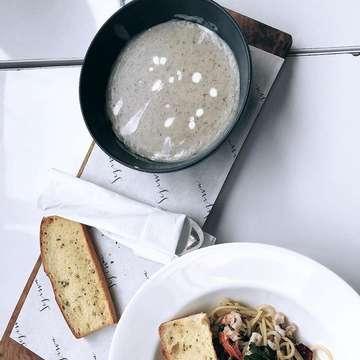 Sejiwa Coffee, Bandung 1. Seafood Aglio E Olio (Best Aglio Olio!) 2. Es Kopi Sejiwa 3. Mushroom soup