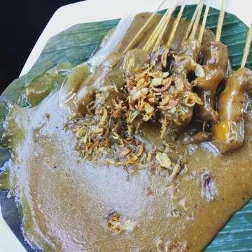 Sate Padang Ajo Ramon.. . . . #sateajoramon #ajoramon #satepadang #kuliner #kulinerjakarta #jktfoodbang #jktinstafood #jktculinary #jktfoodie #jktfood #jktfooddestinations #jktfoodhunting #jktfoodies #ayomakan #ayomakanmakan #oliviafoods #oliviafoodstory