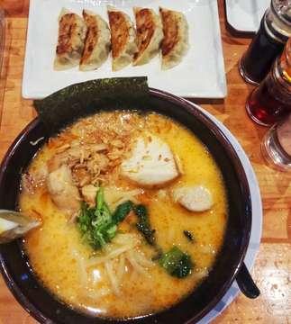 Hi Ramen Lovers! Disini aku mau rekomendasiin ramen yang enak dan juga halal di @seirockya.ramen Mereka menyajikan kuah kaldu ramen yang bold.. cocok banget buat kalian yang suka kuah kaldu yang bold, tapi untuk gyoza aku kurang suka sih.. but overall I love this ramen 😍  Itadakimasu! . . 🍜 : Niku Mori Paitan Ekstrim 🏯 : Seirock ya! AEON Mall BSD . #culiner #culinary #ramen #ramennoodles #noodles #japanesefood #seirockya #ramenhalal #delicious #oishi #foodphotography #foodie #foodporn