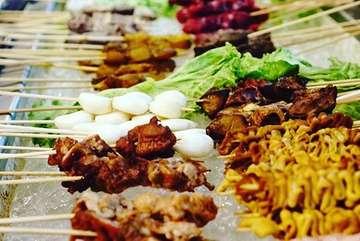 Lagi di daerah bandung? Laper? Cari makan yg bisa sepuasnya dan enak? Jiganasuki boleh banget sih untuk di coba. Di jiganasuki kalian bisa nyobain barbeque, shabu - shabu, sushi, dessert dan masih banyak lg jenis makanan lain yg bisa disantap sepuasnya alias All you can eat!!! . Harga : 100rban - 300rban (tergantung paket) Lokasi : Jl. Sukajadi - Bandung. . Salam banyakunyah! . . .  #jiganasukibandung #kulinerbandung #allyoucaneatbandung #allyoucaneat #jajananbandung #bandungkuliner #mukbang #asmreating #bandungfoodbang #jakartafoodbangers #jktfoodbang #banyakunyah #salambanyakunyah