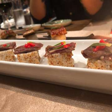YUHUUUU!  Kita balik lagi nih ke salah satu tempat favorite kita. Yes, Enmaru! buat kalian yang mau coba sushi sushi premium dengan pemandangan kota Jakarta bisa kesini. Kali ini kita coba daging dagingan. Wagyu nya wajib bgt di coba ya karena super juicy dan jg cara masaknya super instagramable 😂 . . . . #food #foodporn #jktfoodie #foodie #kuliner #kulinerjakarta #makan #eat #jktfoodbang #anakjajan #buzzfeastfood #foodstagram #foodphotography #foodie #foodblogger #pork #cafehopper #jakartafoodies #noodles #bandung #likeforlikes #likeforfollow #buffet #allyoucaneatjakarta #shabushabu #sushi #sushilover #wagyu