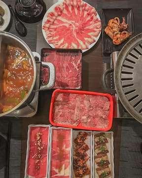 JIGANASUKI !!! Tempat makan All You Can Eat yang ga hanya menyediakan menu utama saja, tempat ini juga menyediakan makanan lainnya yang bisa kalian nikmati sesuai keinginan kalian loh.  #bersamateman #coffe #food #foodandbeverage #bandung #chill #tempatnongkrong #makankenyang #makananenak #allyoucaneat #makananmurah #nongkrongmurah #nongkrongenak #barengtemen #kulinerbandung #yukmakan #makanterus #bandungjuara #cafebandung #halalfood