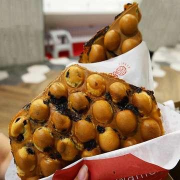 WAFFLE TIPKER? Thank you next, kurang kering beb 😆 - Mendingan pesen yang biasa sih lebih puas 😆 Pesenan eggo ku VANILLA CHOCOCHIP CHEESE (32k) Kalau combomu apa? ▪▪▪ Follow @BestFoodJKT for more food updates & turn on post notification to get the latest update from us 😉 #BestFoodJKT #bestfood #waffles #eggowaffles #Grandindonesia