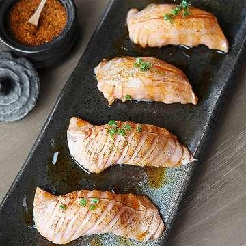 [MUST SAVE! ⚠️ FAV NORTH J SUSHI] - When I'm thinking of eating light meal, I'm actually thinking about 4 pcs of SALMON ABURI SUSHI and alot of sashimi 😆 ▪▪▪ 🍴: Salmon Aburi Sushi (10k / pc) 📍: Sushi Sen, Pantai Indah Kapuk Follow @BestFoodJKT for more food updates & turn on post notification to get the latest update from us 😉 #BestFoodJKT #bestfood #japanesefood #sushisen #pantaiindahkapuk