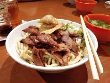 Penggemar bakmie wajib coba!! .  Review ⤵️ @kulinerbilly.id  Kesimpulan > ⭐️⭐️⭐️⭐️⭐️⭐️⭐️⭐️ 8 bintang coy untuk Rasanya . 🍽 > Baji Pamai 📌 > Gading Walk 📝 > Bakmie Chasiu 👍 💰 > Rp.38.000/Porsi 📍 > @bajipamai . #kulinerbilly #wisatakuliner #kulinerindonesia #kulinerjakarta #makanenak #makananindonesia #foodreview #instafood #pencintakuliner #ayomakan #foodvlogger #like4likes #follow4followback #foodie #kulinerenak  #foodrecommend #jktfood #jktfoodbang #bajipamai #bajipamaigadingwalk #pencitabakmie