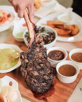 [WIKEN COME TOO SOON] Steak always be my fav menu especialy this tomahawk steak @chakravenue .. Grilled 1kg steak served with potato gratin, mixed salad, sauteed mushroom served with wasabi mayo, black pepper  sauce, mushroom sauce an bbq sauce.. yum! Let's enjoy the night shall we? ;) . . 📷: Chakra Lounge 📍: @thebreeze_bsd 💰: 880K (exclude tax) . . #hif #handsinframe #foodinhands @aksomoz  #steak #tomahawk #tomahawksteak #steakdinner #steakhouse #steakandeggs #steakandshake #steaklover #medium #mediumwell #mediumrare #anakjajan #eatandtreats #jajan
