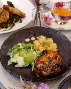 Honey Mustard Chicken from @teaetal  Mereka menggunakan potongnan bagian paha ayam jadi tekstur ayamnya juicy gitu Untuk daging ayamnya di-marinated dengan bumbu honey mustard jadi citarasanya manis gurih dan sedikit asam disajikan dengan fresh salad & kentang ! Selamat mencoba 😋 . . •Honey Mustard Chicken (IDR 108K++) by @teaetal 📍Lippo Mal Puri 📍Plaza Senayan 📍Galeries Lafayette . . #bobyliecious #bobylieciouslie . . . . . #honeychicken #chicken #yummy #teaetal #finedining #finediningjakarta #lunch #honeymustard #honeymustardchicken #jakarta #indonesia #kulinerjakarta #infokuliner #foodpics #foodphotography #instafood #instalike #instafollow #follow #followme #love #like #like4like #tagfolikes #food #foodie #foodgasm #foodporn