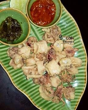 Greetings from Bali, #temanbocahblenger (BB) 🙋♂️💁♀️ -------------------------------------------------------- Ngidam makan seafood, akhirnya BB makan di Sambal Shrimp yg letaknya daerah Seminyak, Bali. Disini BB cobain makan gurita, calamary, udang, kepiting dan ikan yang dimasak pakai bumbu yang kaya rasa. Enak bangettttt, suka banget deh pokoknya.. ----------------------------------------------------- #sambalshrimp #Bandungkuliner #tangerangkuliner #jakartakuliner #balikuliner #seafood #makankenyang #bali #seminyak #bocahblenger #makansampeblenger #kulinerIndonesia #kulinernusantara #seminyakbali #makanseafood #seafoodbali