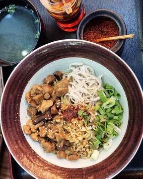 #BUBULINARY #BUBULINARYJAKARTA . . KESUKAANKU! SUPER RECOMMENDED! 📸: Chicken Mazesoba. 💸: Rp 48.000. 📍: @negiyadonburi . . . #potd #foodpics #food #foodgasm #foodlover #foodie #foodblogger #foodgraphy #wisatakuliner #kulinerjakarta #culinary #wisatakulinerjakarta #jakartafoodies #ricebowl #beef #cafejakarta #japanesefoodjakarta #japanesefood #mazesoba #chickenmazesoba #soba #gyutandon #japanesenoodle #menyagyutandon #negiya #negiyadonburi