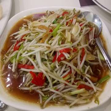 Dinner together of indonesian food @riagaleria  #dineout #dinetogether #budisetiawanwu #riagaleria #jalanbangka #ayomakan #surabayaculinary #eastsurabaya #letseat #indonesianfood #cahtauge #bonappetit #chickensatay #tahutelor #itadakimasu #kulinersurabaya #masakanindonesia #sateayam #吃 #makanmalam #satay #indonesianresto #dinner #indonesiancuisine