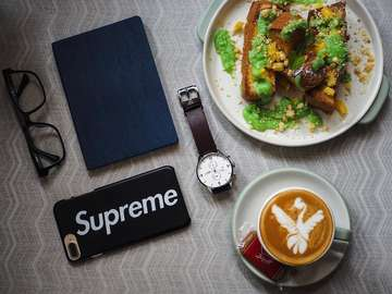 Sunday funday @hours.jkt unfortunately they don't serve this impeccable French toast any longer, but luckily they do still have some other excellent  options. Go out there and grab it while you can! . . #hoursjkt #owleyewear #supreme #zecawatch #latteart #brunch #sunday #flatlay #hypebeast #blessed #bulejajan #jktfoodbang #jktfoodies #anakjajan #anakkopi #masfotokopi #manmakecoffee #lattegram #makan #bikingendut #eatandtreats #javafoodie