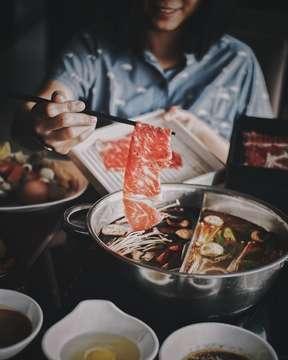Abis gajian enaknya so pasti AYCE shabu shabu dong ! Nah ga ketinggalan buat promo payday karena @kobeshi_shabu2 ada promo buy 3 get 4 lohh !!! . . Start from IDR 168k++ / pax , disini slaen shabu shabu ad sushi , STEAK , dessert , appetizer , makanan berat , sampai minuman minuman AYCE semua , yakali ga kuyy , sampai akhir bulan aja loh yuk ajak orang orang terdekatmu ! . . @kobeshi_shabu2  @kobeshi_shabu2  @kobeshi_shabu2 #Bullyyourbelly #ByBjakarta #shabushabu #allyoucaneat #kobeshi #kobeshipim #promojkt #jktfoodbang #jktfooddestination #eatandtreats #anakjajan #promomakanjkt