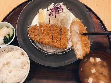@katsutoku.id is one of the best katsu in town! Try the Sirloin Pork Katsu Set. The meat is tender and juice with a bit of fat. 🐷🐽 #cravingtimewithangel #japanesefood #jktgo #jktfooddestination #jktfoodbang #kulinerjakarta #vscofood #foodstagram #foodie #foodpic #foodporn #foodgasm #nom #nomnom #nomnomnom #foodblogger #foodphotography #eatingfortheinsta #forkyeah #yum #yummy #delish #delicious #eating #hungry #desserts #instagood #picoftheday #amazing #feedyoursoul