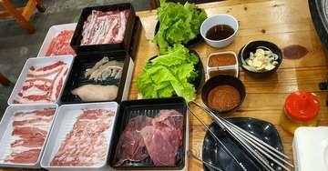 Setiapppp ada all you can eat ,apalagi makanan koreaaaa.pastiiiii kitaaaa mampirrrrr😆😆😆😆 Makan disini termasukkkk enakkkk,dagingnya fresh semuaaa dannnnn puasss kenyangnyaaaa😍 Yukkkk ahhh...met makannnnn! •••••••••••••••••••••••••••••••••••••••••••••••••••••••••> 🥢 all you can eat simhae 🚩 jalan pluit utara raya no . 62 💰 99 K - 119 K [ saya order yang 119 K untuk pilihan daging  sapi premium ] 💡 8 / 10  #culinarycrazycouple #allyoucaneat #grilled #wagyu #meat #lovemeat #pluit #pluitraya #jakarta #koreanfood #lovekorea