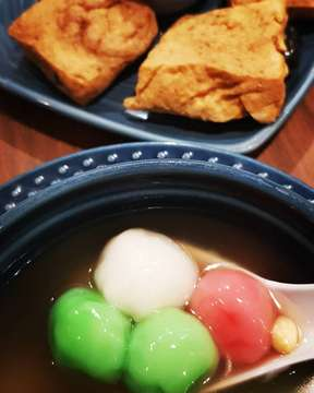 Night snacking... wedang ronde & tahu petis