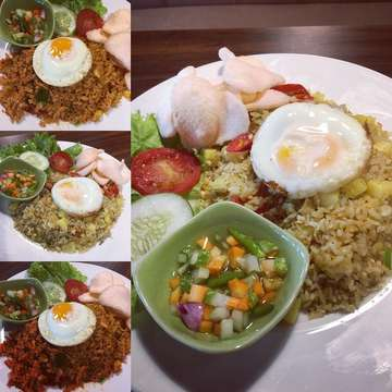 What a fun way to eat fried rice👌👍. You can choose your type of fried rice by color : white, red, yellow or brown. Then you can add topping as your liking such as Chiken Katsu, Crispy Anchovies, Chicken Satay etc.  #yankedaikopi57  #yankedaikopi #coffeeshop #friedrice