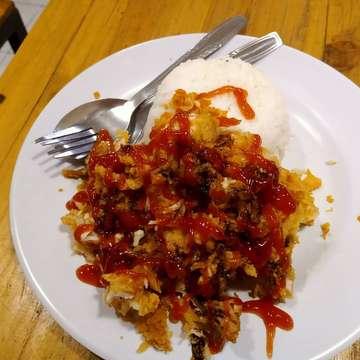 🍗 AYAM GEPREK SPEKTA . #jogja #ayamgeprek #kulinerjogja #makanmakan #jogjaistimewa #jogjafoodhunter #foodvlog #vlog #youtuber #food