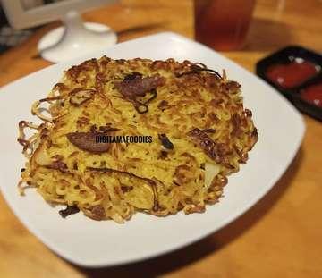 """Buat yang suka Indomie pasti ga bakal ngelewatin """"Pizza Indomie"""" dari @warunk_upnormal yang satu ini... Memang di sini, kita tersedia berbagai macam Indomie dengan cara hidangan yang berbeda-beda, jadinya pengunjung pun gak bakal bosan serta harganya pun terjangkau... ^^ 💰 = Rp 15.000 📍 = @warunkupnormal Grogol ⭐ = 8 / 10 (Food) 🏣 = 8 / 10 (Place)  #food #foodie #foodies #foodstagram #foodlover #foodblogger #instafood #yummy #yum #delicious #tasty #digitamagabumon #digitamafoodies #culinary #foodporn #foodgasm #foodpornography #foodphotography #foodpict #noodle #indomie #pizzaindomie #instantnoodle #warunkupnormal #mieinstan"""