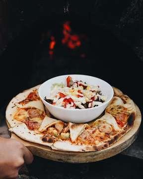 Home is where the pizza is.. Come home, who wanna try our speciality of pizza!? See you at @dilamodelikitchen 🍕 ---⠀⠀⠀⠀ Dilamo Deli Kitchen⠀⠀⠀⠀ Jalan Maskumambang no. 35 ⠀⠀⠀⠀ Bandung, Indonesia⠀⠀⠀⠀ ⠀⠀⠀⠀ ---⠀⠀⠀⠀ #infobdg #eatandtreats #ayodolan #cafebandung #anakjajan #bandungculinary #makanpakereceh #caferestobdg #bandungfoodies #makansampaikenyang #kulinerbandung #bandunghits #infokulinerbandung #eatoutbdg #wisatakuliner #wtfoodies #jktfoodbang #jktfoodies #jktgoodfood #jktgo #bdgsociety #bandungbanget #jajananbandung #infobdgcom #infobdgkuliner #bandungjuara #bandungkuliner #clickandeat #cozy #thinkwellprojects