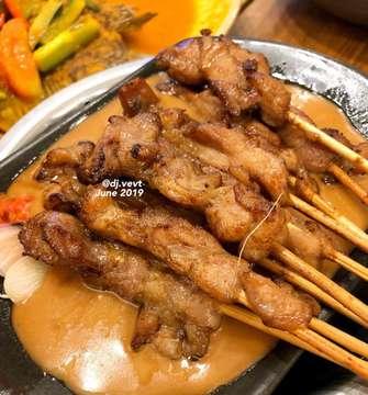 Sate ayam khas senayan #satekhassenayan#sateayam#yummylicious#happytummyhappyme#dinner#indonesianfoods