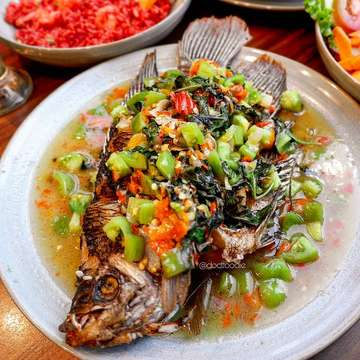 [GURAME SAMBAL DABU-DABU] kreasi @dermagamakassar.bsd 🤤  Tiba2 kepengen lagi masakan khas Nusantara dan seafood nan fresh di sini 👍  Happy May Day! . . 👅 5/5 📍 @thebreeze_bsd, Tangerang 💸 IDR 75K/ekor gurame ✔ #HALAL ✔ . .  #doctfoodie #dermagamakassarseafood #kulinerbsd #thebreezebsdcity #seafood #makassar #kulinermakassar #kulinerjakarta #gurame #sambaldabudabu #makananindonesia #kulinermanado #kulinernusantara #indonesianfood #spicy #enak #doctfoodieendorsement #jktfoodstories #jktfoodbang #seafoodenak #makassarfood #tasty #authentic #delicious #yummy #anakjajan #eatandtreats #kulinertangerang
