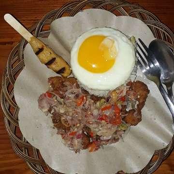 Lunch Today... @warungbalibedugul 🤗 . . ♨ Warung Bali Bedugul 📍 Ruko Cordoba, Blok E No.7, Bukit Golf Mediterania, PIK 💵 Nasi bedugul 46k (best seller), Nasi b2 grg sambal matah 30k (best seller) + Kacang panjang cah & Sate lilit (optional) 🐷 Non Halal ⏲ 11.00 - 21.30 Wib (Minggu, Senin-Kamis) 11.00 - 24.00 (Jumat dan Sabtu) 👅 7.5 / 10 ✔ Dine in ✔ Take Away ✔ Go Food . . ------------------------------------------- #kulinerindonesia #dragon_foodies #foodies #food #foodseeker #instafood #foodgram #foodstagram #foodphotography #foodporn #foodblogger #taste #legend #kuliner #makanenak  #makananbali #kulinerbali #balinesefood #jktfoodies #jktfoodbang #jktgo #jktfooddestination #jktculinary #jktfood #jakarta #indonesia