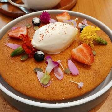 In frame: The hottie IDR 78 📍 Bakerzin, Jakarta ⭐️ 4/5  #bakerzin #bakerzinjkt #hotcakes #cake #desserts #sweettooth #breakfast #brunch #cafehunter #foodporn #foodie #foodielife #foodinspiration #foodphotography #foodstagram #vscofood #instafood #instafoodgram #amateurfoodie #onthetable #onthetableproject #explorejakarta #jktfoodbang #jktfooddestination #kulinerjakarta #qraved #duoeatandrepeat