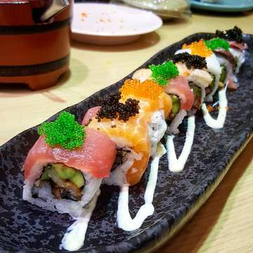 Rainbow Roll #foodphotography #food #japan #japanesefood #sushi #sushilovers #sushitei #sushiteibali #28thweddinganniversary