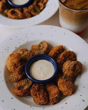 Buka puasa dengan menu yang tentunya enak & cocok untuk buka bersama teman, lokasinya ada di @lovester.shack selain itu  Untuk lobster roll dagingnya adalah 100% DAGING LOBSTER bukan Crayfish seperti yang lain loh 😍 . Menunya yang recommended ada : • Classic Fried Mushroom (55K) • Lovester's Shrimp Roll (90K) . Yuk wajib banget yang belum cobain @lovester.shack dijamin nagih! 👌 . #eatfever #lovestershack #lobstershrimp #sonyalphaid #jktfood #jktfoodbang #jktfoodie #jktfoodhunting #jktfooddestination #kuliner #jakartafoodies #jktgo #dietmulaibesok #fastfood #makandimana #gojek #gofood #grabfood #eat