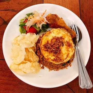 🍴| @thethirtysix 📍| Jl. Multatuli No.36 ❤️| 9/10 💸| 40k-70k #aglioolio #pasta #chicken #quesadilla  #instafood #foodporn #foodie #foodlover #foodstagram #makanenak #yummy #delicious #eatandtreats #food #kulineraddict #hidupuntukmakan #makanmana #kuliner #wowkuliner #tukangmakan #seleramakan #kulineraddict #makanmana #kulinermedan #medanfoodblog #medanfoodlover #kulinerindonesia