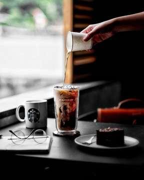 •Put the best effort, it won't disappoint you... ⠀⠀⠀⠀⠀⠀⠀⠀⠀⠀⠀⠀⠀ ⠀⠀⠀⠀⠀⠀⠀⠀⠀⠀ ⠀⠀⠀⠀⠀⠀⠀⠀⠀⠀⠀ ⠀⠀⠀⠀ ☕ : Cappuccino ☕ : Vanilla Cold Brew 📍 : Starbucks Indonesia @starbucksindonesia ⠀⠀⠀⠀⠀ ⠀⠀⠀⠀⠀⠀⠀⠀⠀⠀⠀ ⠀⠀⠀⠀ 📷 : XT-20 paired with Fujinon XF56mm f1.2 #fujifilm_id #xt30team #xt30team_food #xt30_id ________________________________________________________ #hobikopi #anakkopi #masfotokopi #manmakecoffee #happyboringlife #coffeexample #indocoffeegram #baristadaily #coffeesesh #coffeetized #eskopianget #coffeenclothes #fujifilmindonesia #cupsinframe #hustletouch #tablesituation #starbucks #starbucksindonesia #workhardanywhere #minimalmood
