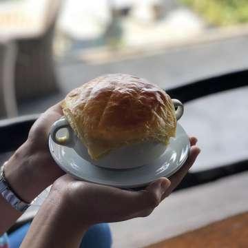 📍: rumah miring (dago giri - bandung) ⭐️: 8,5/10 🍴: creamy carbonara, zuppa zuppa, bbq chicken wings, calamari