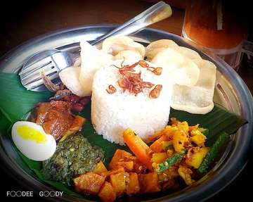 Mari berbuka puasa bersama... Nom nom nom.... Nasi Kari ayam (Kari ayam-nya gak ke foto) 🤭🤭 💰 +/- IDR 45K/porsi.  #foodeegoody #f00deegoody #happytummy #eatery #culinary #goodfood #foodbloger #foodism  #madamrich #nasikariayam #bukapuasa #dinner #jakartaculinary #igfoodies #igfoodporn #igfood #igfotography #jakarta #puriindah #weekend