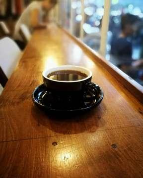 Akhirnya ngupi juga.... #coffeeshop #coffee #kopi #v60 #kopigarut #kopiitem #kopiindonesia #kopilokal #huaweip10 #huaweileica #huaweileicaindonesiagroup #huaweiphotography #hobikopi #mbakfotokopi #masfotokopi #coffeephotography #instacoffee #coffeelover #coffeegram #filosofikopi