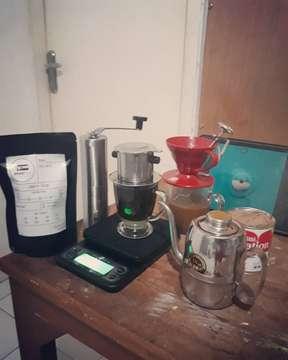 Thanks alat kopi nya kang @duatujuh.coffee  #kopi #coffee #kopihitam #kopiindonesia #coffeeshop #ngopi #kopinusantara #kedaikopi #barista #espresso #cafe #indonesia #kopisusu #kopimalam #manualbrew #pecintakopi #coffeetime #coffeelover #filosofikopi #kopibali #latte #robusta #coffeeaddict #kopijakarta #kopilokal #kuliner #v #nongkrong #latteart #bhfyp