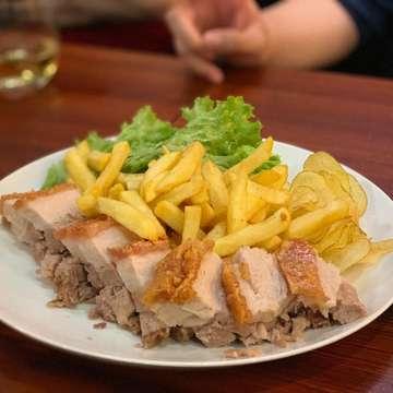 #1 Pork Knuckle . Roasted lean meat but tender with full of flavor. . Location : Pokenbir, Lippo Kuningan, Jakarta Rating : 4.6/5 Price : IDR 275k Notes : Please order 1 day in advance. . Pork Knuckle nya enaaaaak banget!! Isinya banyak, kulitnya crispy, tapi ga keras, dagingnya lembut dan enak banget! . #2 Pork Belly . Crispy at the top juicy tender pork belly that will melt in your mouth. Freshly oven baked pork belly to make a happy tummy. . Rating : 4.7/5 Price : IDR 115k . Jika tadi daging pork knuckle yang lezat, ini adalah belly yang lembut, juicy dan benar-benar meleleh di dalam mulut! Ini enak banget! . Tips : - Pork Knuckle sebaiknya order H-1 biar ga kehabisan - Rencanain dan reserve tempat, sebelum dateng ke sini, karena jam makan malem pasti penuh banget. - Dan selamat menikmati salah satu Pork terenak di Jakarta! Yummy! . . . #kuliner #kulinerjakarta  #foodporn #foodie #foodgasm #foodblog #foodies #jktfoodbang #jktfoodies #jkt #food #kulinerjkt  #gofoodjkt #gofoodinaja #gofood #grabfood #makanan #makananhits #makananjkt #diet #laper #pengenngemil #cemilanjkt #porkbelly #porkknuckle