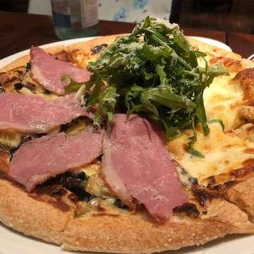 Pizza Terbaique.  On frame: Duck camembert x Quattro formaggi pizza