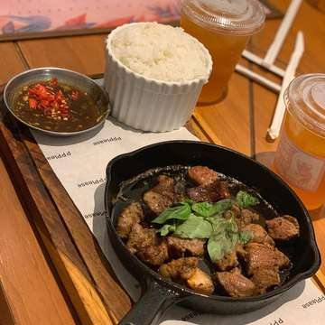 1. grand budapest 💕 5.5/10 💵 IDR 58k 2. simple grilled beef 💕 7/10 💵 IDR 59k 3. melting cake on ice 💕 6.5/10 ga melting chocolatenya :( 💵 IDR 39k • • #tangerangfoodstory #foodgasm #jakartafood #foodlove #dessertporn #buzzforfoods #brunch #buzzfeedfood #thefeedfeed #huffposttaste #foodgawker #yummy #foodporn #meal  #jakartafood #kulinerjakarta #jktfood #jktfoodies #jakartaculinary #carrotcake #dessert #sweetooth #kulinerjakarta #kulinertangerang #jajananjakarta #jajanjakarta #jajanantangerang #jajanbandung  #doyanjajan #anakjajanbandung #kulinerbandung #kulinerbandungmurah