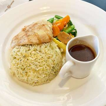 Black Pepper Chicken with Butter Rice 💰 IDR 65.000 📍 @opal_coffee #fluffystomach